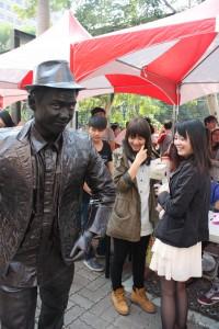 4. 一元藝術團隊-行動雕像巧克力人