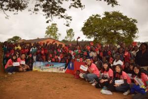 馬拉威團於當地國小進行文化交流活動